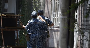 Полиция Еревана готова освобождать заложников - фото 1