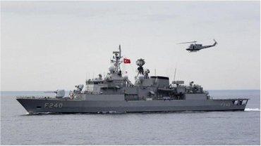 На этом корабле находится в заложниках командующий флотом Турции. - фото 1
