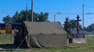 Московский патриархат на Оболони молится в палатке - фото 1