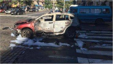 Авто, в котором был Павел Шеремет, сгорело дотла. - фото 1