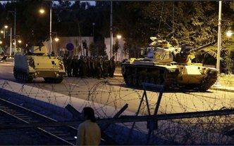 Турецкие военные на танках ворвались в мирные города - фото 1