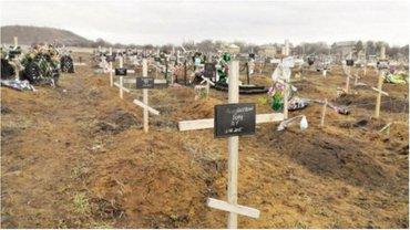 Захоронения боевиков растут с каждым днем. - фото 1