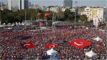 Митингующие критикуют власть за преследования и аресты  - фото 1
