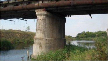 Местный рыбак обнаружил фугас под опорой моста - фото 1