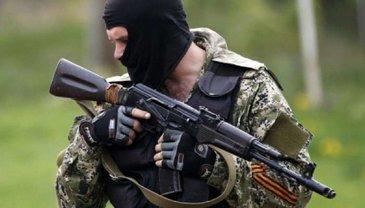 Боевики забыли автомат на кладбище в оккупированном городе - фото 1
