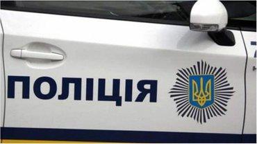 Полицейские работают на месте взрыва - фото 1