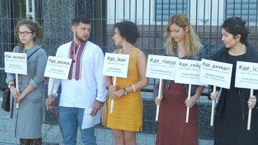Активісти також повідомили про акції на підтримку Олега Сєнцова, Олександра Кольченка та Ільмі Умерова - фото 1