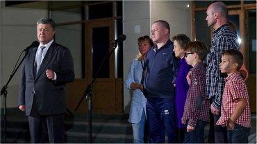 Президент лично встретился с освобожденными из плена украинцами  - фото 1