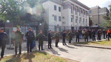 В РФ будут расследовать дело о протестах у посольства в Киеве - фото 1