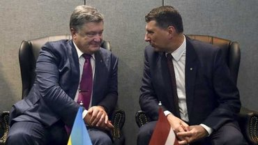 Порошенко попросил Латвию вернуть украинские деньги - фото 1