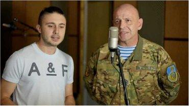 Десантник Александр Рожко спел свою песню с Тарасом Тополей - фото 1