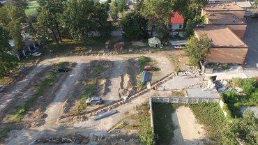 Забудовник вмостився між подвір'ям, лісгоспом та американською школою - фото 1