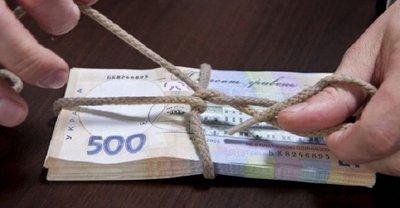 Коррупционера задержали во время получения части взятки в 66 тыс. грн - фото 1