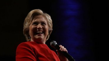 По результатам соцопроса Клинтон набрала 50% против 38% Трампа  - фото 1