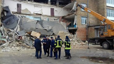 Разрушенная часть школы оказалась аварийной и неиспользуемой - фото 1