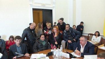 Протест  проти забудови передислокувався у КМДА - фото 1