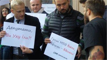 "Активисты протестуют против принятия ""закона Грынива"" - фото 1"
