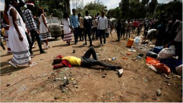 Полиция применила против активистов слезоточивый газ - фото 1