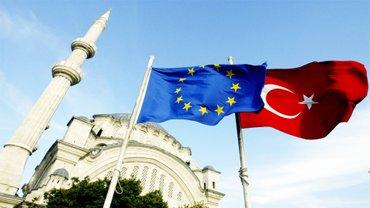 Президент Турции потребовал решить вопрос с безвизом между ЕС и Турецкой республикой - фото 1