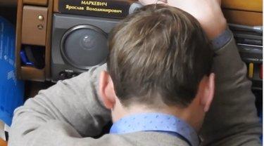 """Нардеп от """"Самопомощи"""" спал во время заседания Рады - фото 1"""