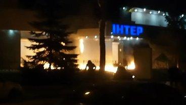 """Офис """"Интера"""" забросали бутылками с горючей смесью сегодня ночью - фото 1"""