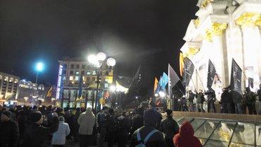 На Майдане Независимости проходит сразу несколько акций, посвященных годовщине Революции достоинства - фото 1