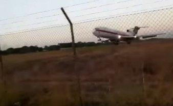 Грузовой самолет потерпел крушение из-за того, что не набрал достаточную для взлета высоту - фото 1