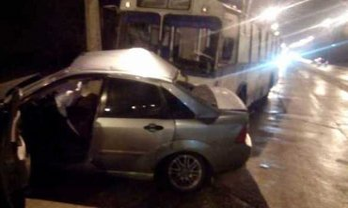 В Мариуполе полицейский лоб в лоб столкнулся с троллейбусом, есть погибшие - фото 1
