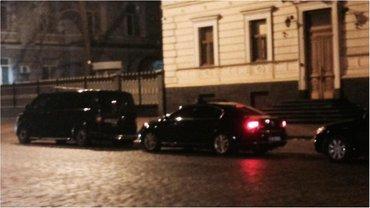 Кортеж Порошенко у здания СБУ в Киеве - фото 1