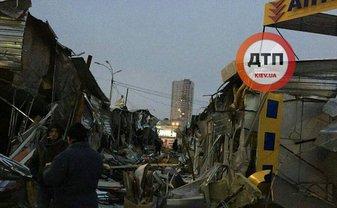 Прибывшие на место бывшего рынка владельцы киосков в шоке - фото 1