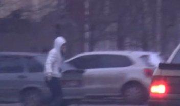 Полицейский пытался продать наркотики прямо у райотдела - фото 1
