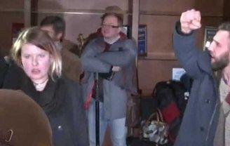 Нацболы пытались сорвать пресс-конференцию Мартина Сайдика - фото 1