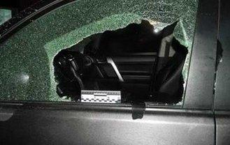 Злоумышленники забрали у мужчины деньги, угрожая пистолетом - фото 1
