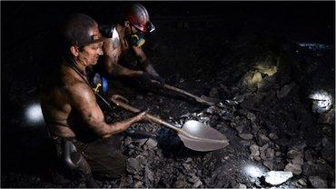 В шахте на месте происшествия работали четыре человека - фото 1