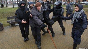 ОМОН в Минске задерживал всех подряд - фото 1