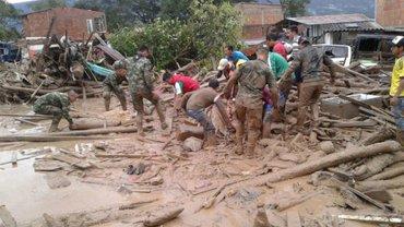 Президент на месте координирует работы спасателей в пострадавшем городе - фото 1