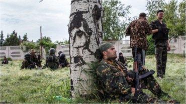 Во время отсутствия офицеров, боевики грубо нарушают дисциплину - фото 1