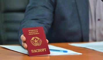 """Оккупанты используют паспорта """"ЛНР"""" и """"ДНР"""", чтобы уйти от уголовной ответственности в РФ - фото 1"""