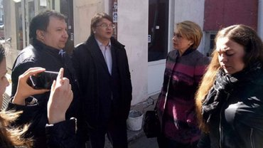 Министры пришли под здание Соломенского суда Киева - фото 1