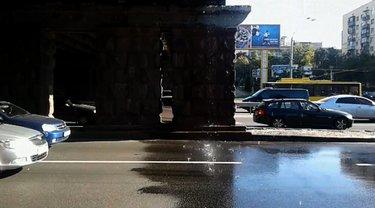 Автомобилисты опасаются, что мост может обрушится  - фото 1
