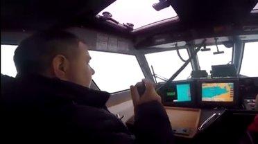 Спасатели ответили россиянам, что катер находится в территориальных водах Украины - фото 1