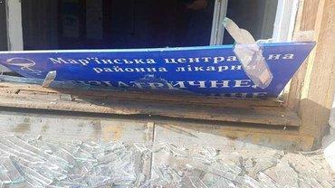 Здание больницы Марьинской центральной районной больницы в Красногоровке серьезно повреждено - фото 1