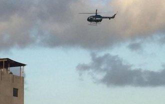 Вертолет в небе у парламента - фото 1