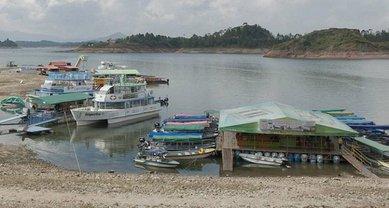 Местное правительство вызвало водолазов для поиска пропавших без вести - фото 1