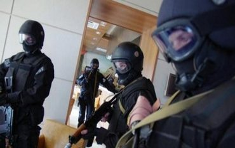 По словам помощников Гужвы, а его доме нет ничего из того, что ищут правоохранители - фото 1