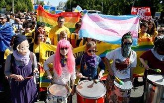 """""""Правый сектор"""" пообещал не избивать геев в День отца - фото 1"""