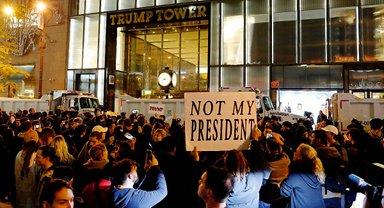 Трампа обвиняют в использовании служебного положения в корыстных целях - фото 1