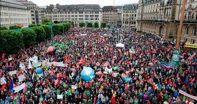 Демонстранты выступали против политики стран G20 - фото 1