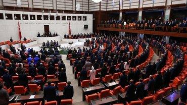 В Турции Парламент необычно отметил годовщину попытки переворота - фото 1