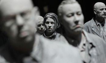 "В Гамбурге прошел митинг ""зомби"" - фото 1"